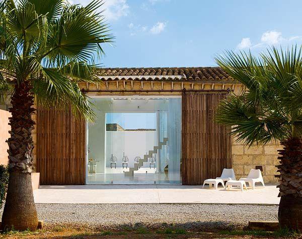 17 meilleures id es propos de hangars jardin cottage sur pinterest jardin - Hangar transforme en loft ...