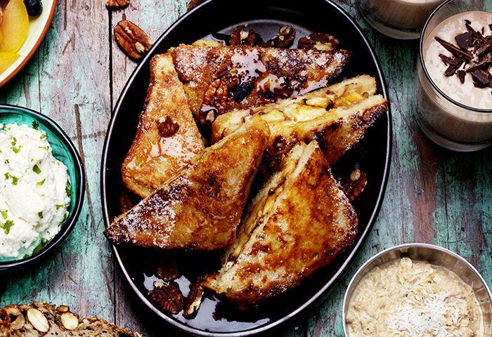 French toast är klassiska fattiga riddare med ett flottare namn. Säg vad du vill om Alla hjärtans dag, väcker du mig med det här är jag din för alltid.