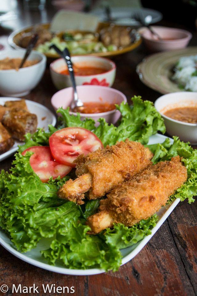 Vietnamese Food in Khon Kaen at Nam Nuong Lablae (แหนมเนืองลับแล) - http://www.eatingthaifood.com/2014/12/vietnamese-restaurant-khon-kaen/