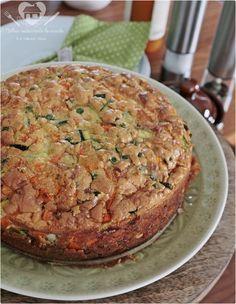 Torta salgada de legumes sem gluten - 4 ovos  1 xícara (chá) de leite 1 e 1/4 xícara (chá) de amido de milho (maisena) 1/2 xícara de óleo de canola, ou azeite 1/2 cubinho de caldo de legumes esfarelado 3 colheres (sopa) de queijo ralado (opicional) 1 colher (sopa) de fermento em pó 1 colher (café) rasa de sal Legumes picadinho