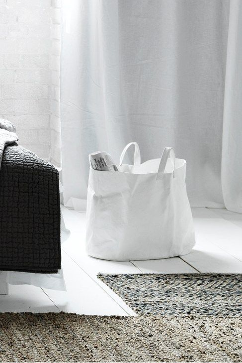 Via RStyle | Magazine Bag | Black and White