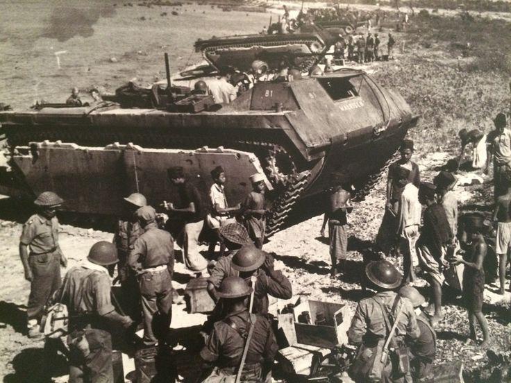 Mendarat di Bangkalan Madura, 1947. (Koleksi Museum Bronbeek).