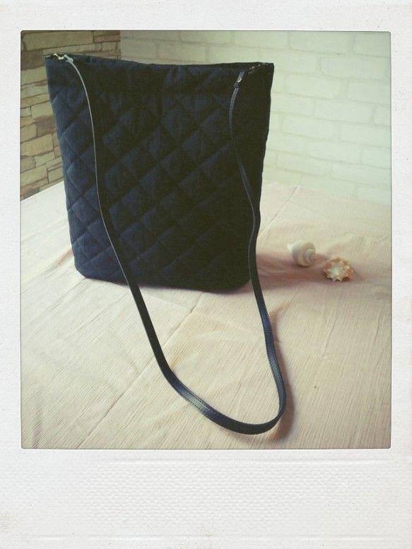 ☆S様オーダー品☆〜 撥水加工キルティングのバケツ型ショルダー 大きいサイズ 〜黒の撥水加工キルティングを使用。水気をはじき雨の日も安心!軽量なところもオスス...|ハンドメイド、手作り、手仕事品の通販・販売・購入ならCreema。