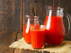Tyto ženy pily sklenici rajčatového džusu denně po dobu dvou měsíců a výsledek je ohromující! (včetně RECEPTU)