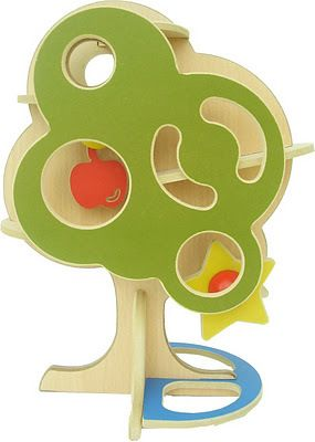 Arbol pelotero  Diviértete tirando pelotitas y viendolas rodar hasta hacer girar la estrella. Trae 2 pelotitas. Medidas: 24 x 33 x 17 cm. $150