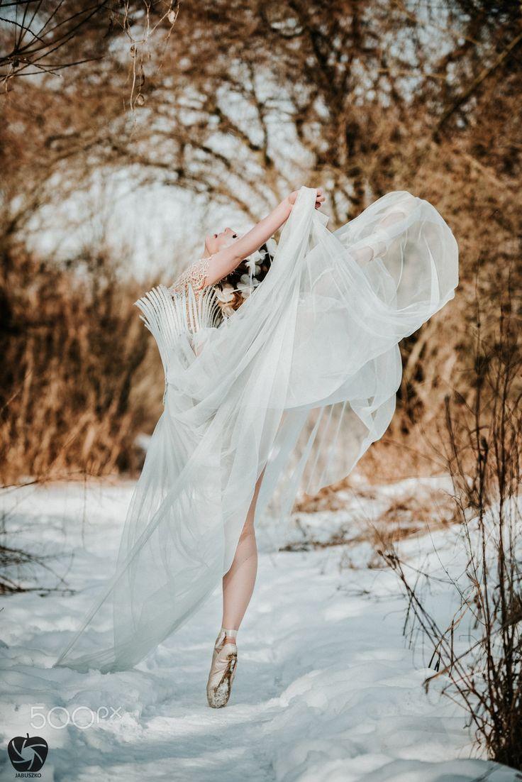 Dancer queen - Model : Ania Major Dress : Dryło & Podsiadlik Muah : Aqq makeup artist  Help : Misia Henc