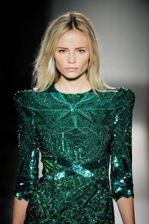 Verde que te quiero verde... ¿qué tiene de especial el color escogido por Pantone para el 2013? en Chez Agnes lo descubrimos -> http://chezagnes.blogspot.com/2013/01/green-lights-to-2013.html?spref=tw #green #makeup #fashion