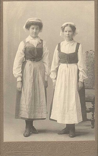 Örebro Närke Folk costume G. Mellqvist & Co Örebro Portrait cdv