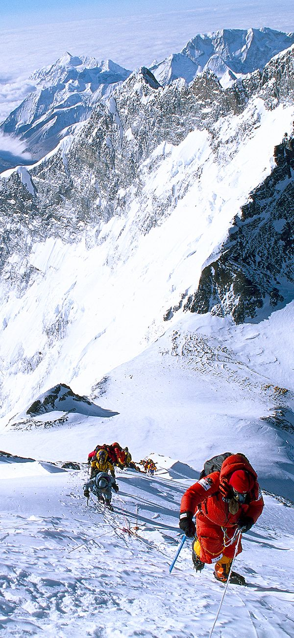 Mountaineer Ed Viesturs and his team during the ascent of the 8,091- metre summit of Annapurna. In 2005, Ed Viesturs became the first American to have climbed to the summits of the 14 highest mountains on the planet, all at an altitude of over 8,000 metres.