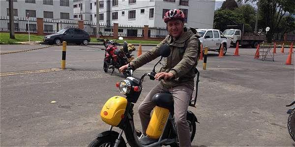 Los usuarios de este tipo de bicicletas que viajen a más de 25 kilómetros por hora y que no estén pedaleando serían sancionados.