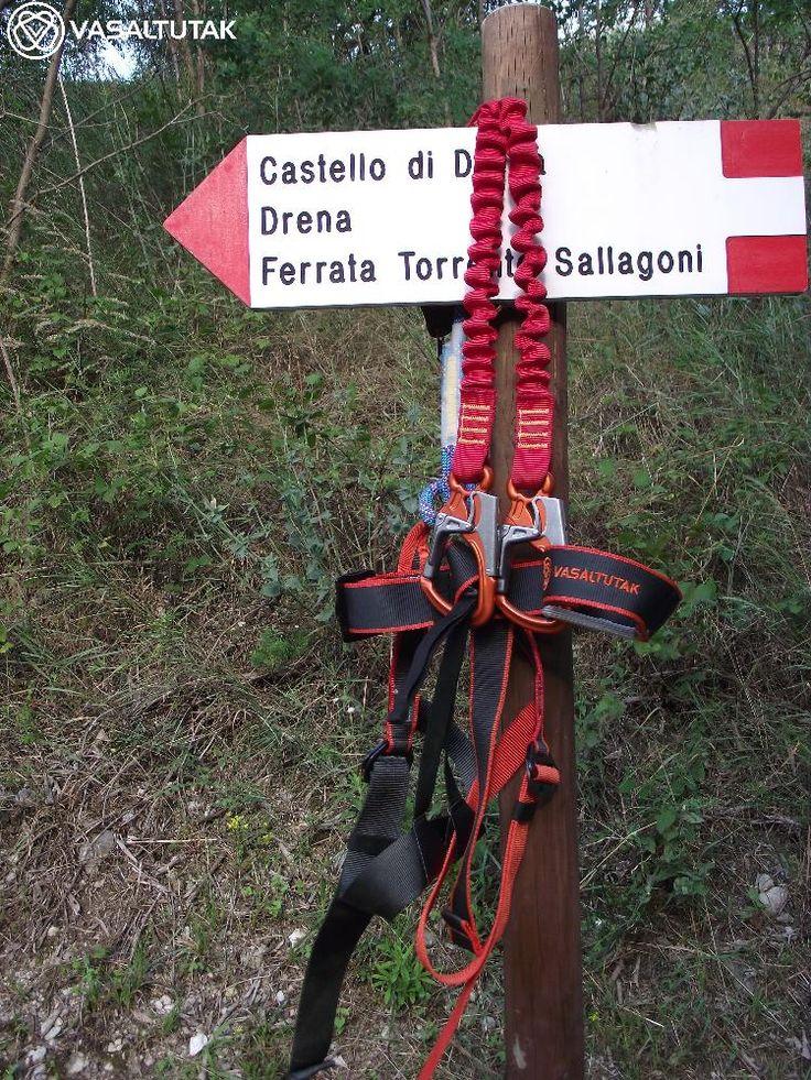 Pető Ildiék a vasaltutak.hu-tól kaptak felszerelést Garda tavi túrájukhoz. Nagyon jól érezték magukat. Bérelj tőlünk Te is via ferrata felszerelést, ha külföldre mész mászni!