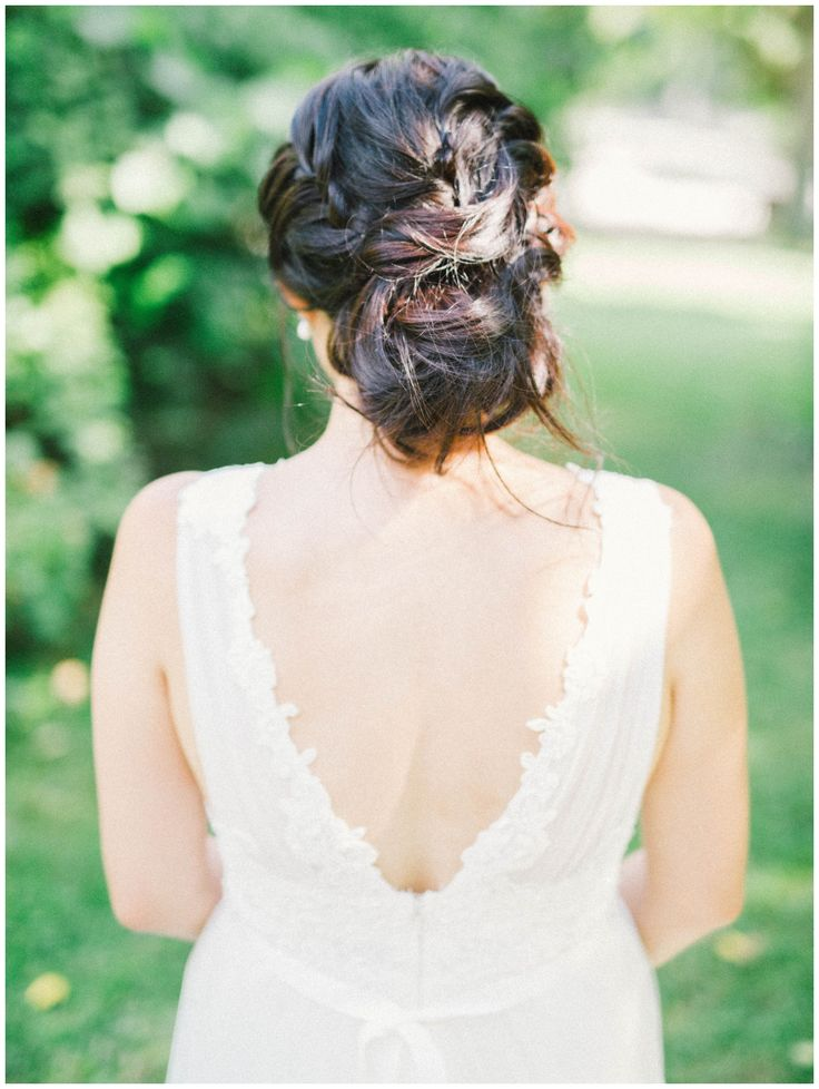 messy wedding  hairstyle, beautiful wedding dresses, toronto wedding,
