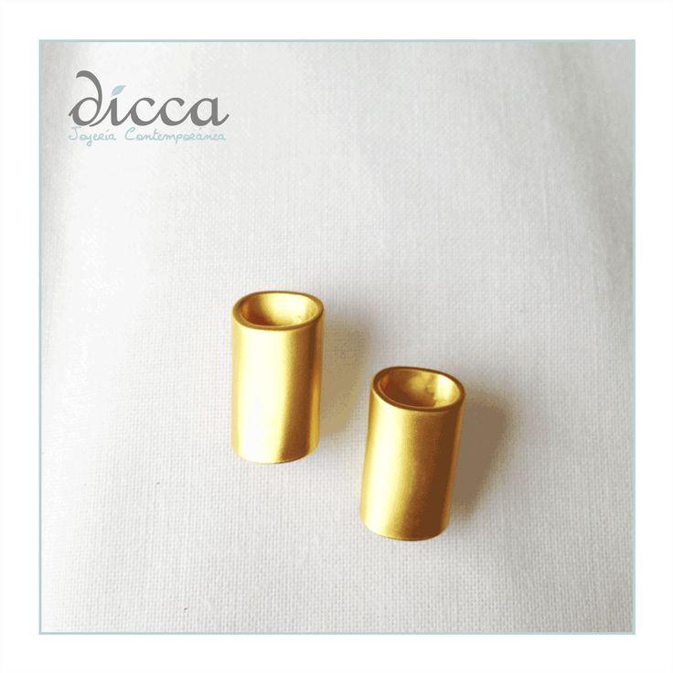 Aretes tubo- Baño de oro de 24k