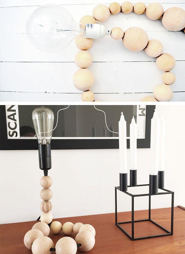 DIY lampe // Få en simpel og smuk lampe med trækugler, ledning, fatning, et stik og en pære. Hent inspiration hos Web.archive.org og Livingonabudget.dk