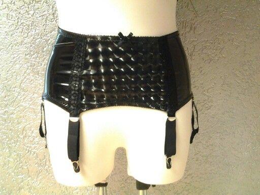 Strapsgürtel #girdle inLack Hologramm Muster