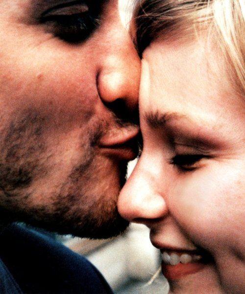 Jake Gyllenhaal & Kirsten Dunst. Hands-down my favorite picture of a celebrity couple.