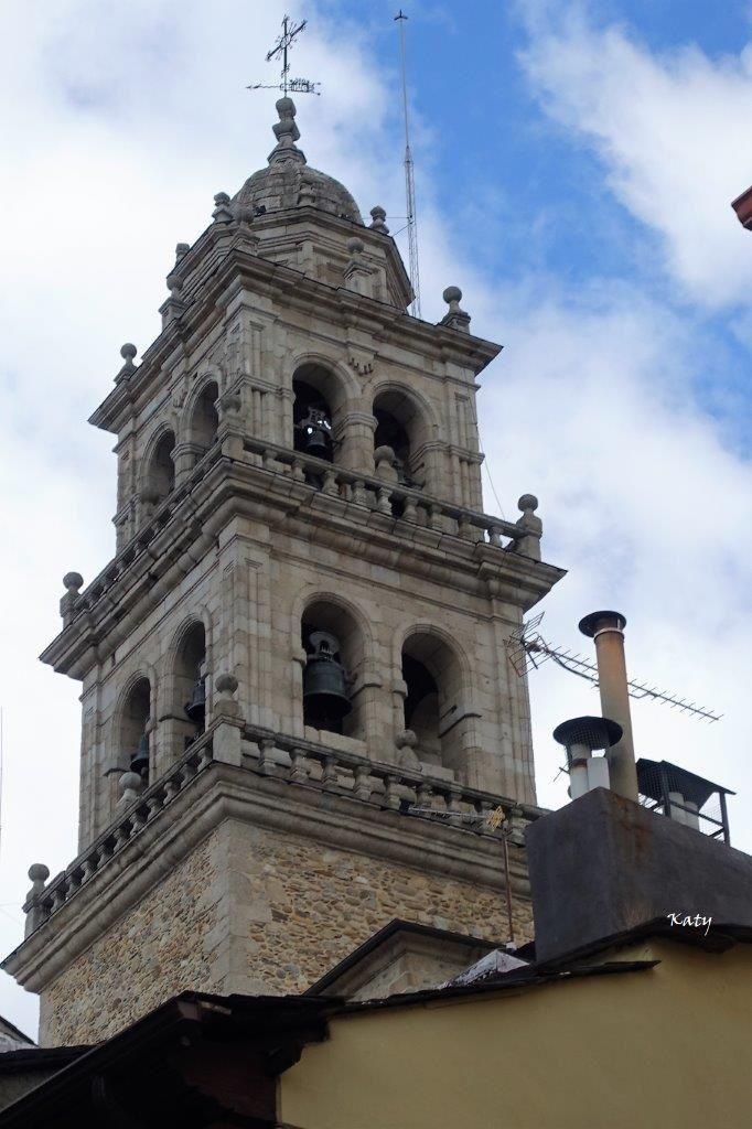 La torre de las Campanas de la Basílica de la Virgen de la Encina (Ponferrada-León)