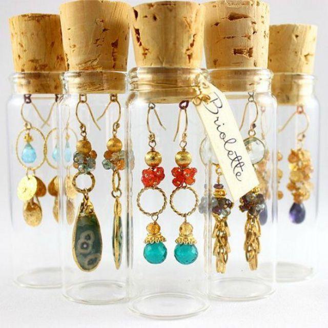 Idea for packaging handmade earrings for gift giving.