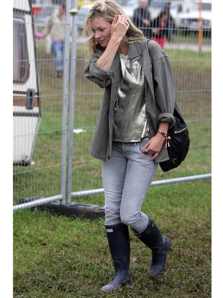 Kate Moss trägt's und Fashionistas auf der ganzen Welt folgen: Seit Kate Moss ihre Modelbeine in knallenge Röhren zwängt, sind Skinny Jeans nicht mehr aus unseren Schränken wegzudenken. Dabei ist es noch gar nicht sooo lange her, dass wir hoch und heilig auf Straight oder Bootcut schwörten!