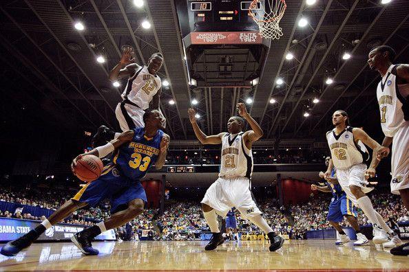 el partido de basquetbol; basketball game