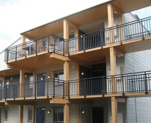 Balkongräcke av aluminium med stående rör