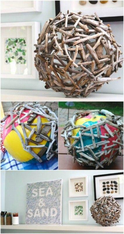 Machen Sie Ihren eigenen Holzball mit einem Wasserball. Kleben Sie die Teile zusammen