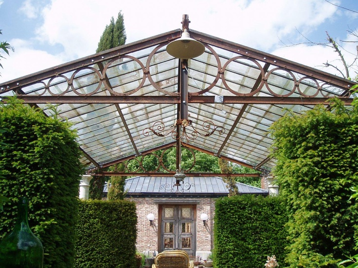 Een originele terrasoverkapping uit ca 1850 geheel gerstaureerd deze smeedijzeren - Leuningen smeedijzeren patio ...