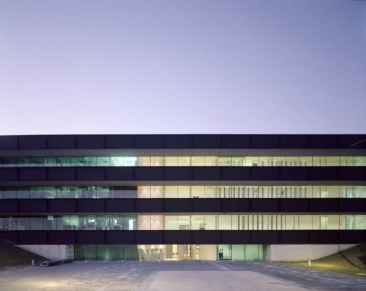Located in Ypenburg, The Hague, the NFI is a glazed volume in a steel box set in a typical Dutch motorway landscape. The building is a high security bulwark and an eye-catcher. It yields a corridor spread over four floors with cellular offices and laboratories.