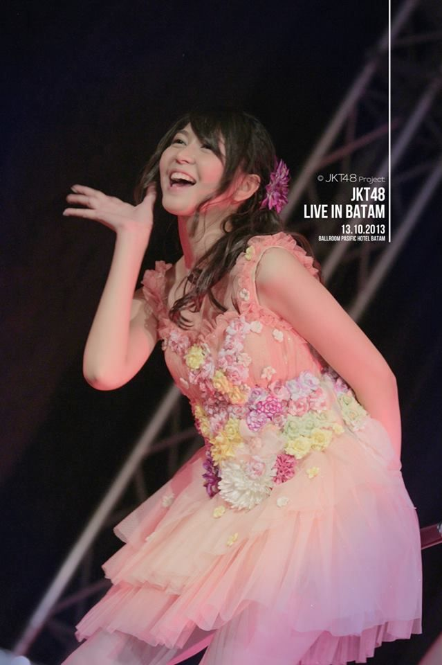 """JKT48 tampil memukau di konser """"JKT48 Datang!"""" di Banjarmasin pada 29 September 2013. Sambutan para penonton begitu meriah. Terima kasih Banjarmasin!"""