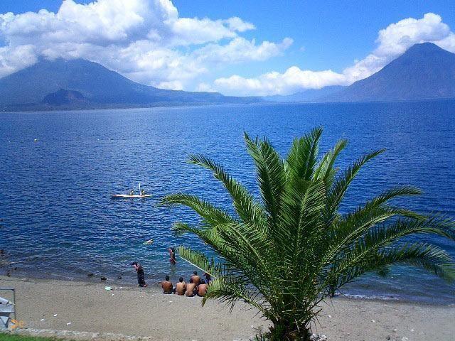 """озеро Атитлан – #Гватемала #Солола (#GT_SO) Озеро Атитлан, название которого на языке майя означает """"место, где радуга обретает цвета"""" - одно из красивейших в мире!  #достопримечательности #путешествия #туризм http://ru.esosedi.org/GT/SO/1000051661/ozero_atitlan/"""