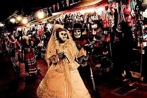 """Meksikalılar tarafından yaşadıkları yerlerde düzenleniyor ama en büyükleri Mexico City ve Los Angeles'da yapılıyor. """"Ölülerin Günü"""" adı veriliyor ve atalarını yad etmek için yapılıyor. #Maximiles #gezirehberi #festival #Meksika #MexicoCity #LosAngeles #maskefestivali #maske #eğlence #kostüm #farklıkostümler #festivalseason #festivalfashion #festivallife #festivalstyle #celebrate #culture #mask #festivalmask #festivals #şenlikler #festivities"""