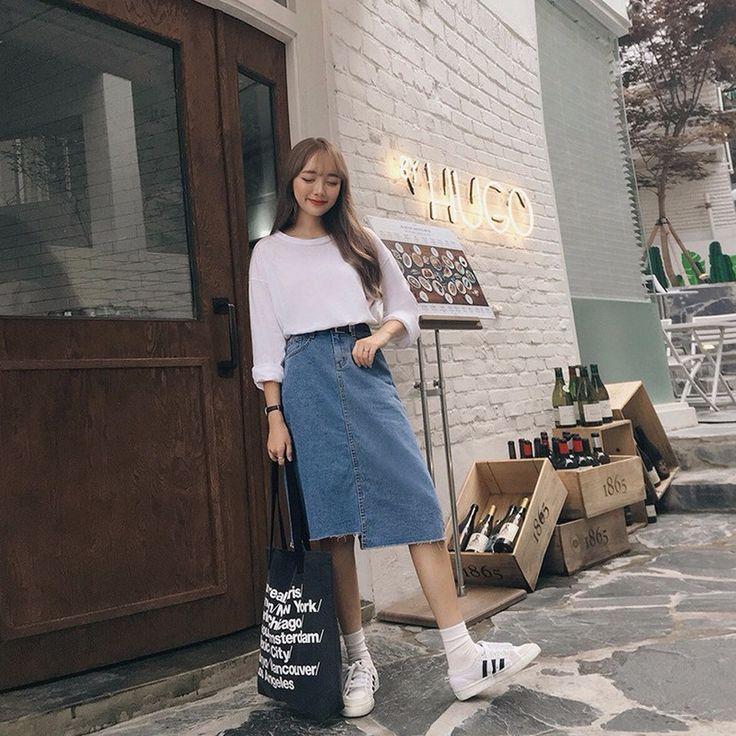 アンバランス丈デニムスカート カジュアルなコーデの定番アイテム、デニムスカートです。 アンバランス丈&裾カットオフデザインでこなれ感たっぷりに仕上げました。 膝丈で気軽に履いて頂けます。 シンプルなTシャツとはもちろん、華やかなブラウスとも好相性です。 #dejou #koreafashion #ootd #daliy #style #shopping #cute #selfie #nihon #日本 #ファッション #コーデ #韓国ファッション #今日のコーデ