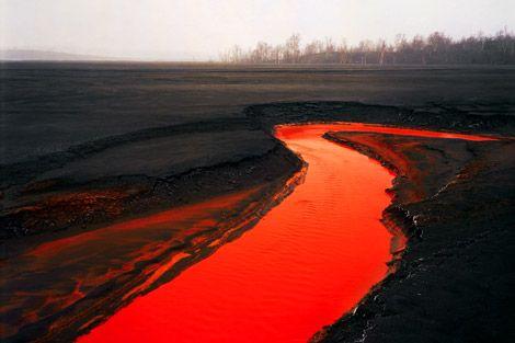 Manufactured Landscapes   PingMag : Art, Design, Life – from Japan http://pingmag.jp/2007/04/12/manufactured-landscapes/