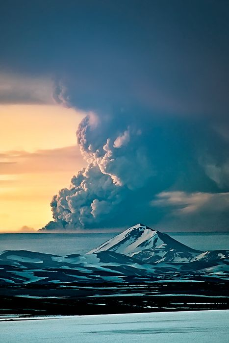 ♂ Amazing nature Grimsvotn Eruption 2011 by Gunnar Gestur Geirmundsson #mountain #cloud