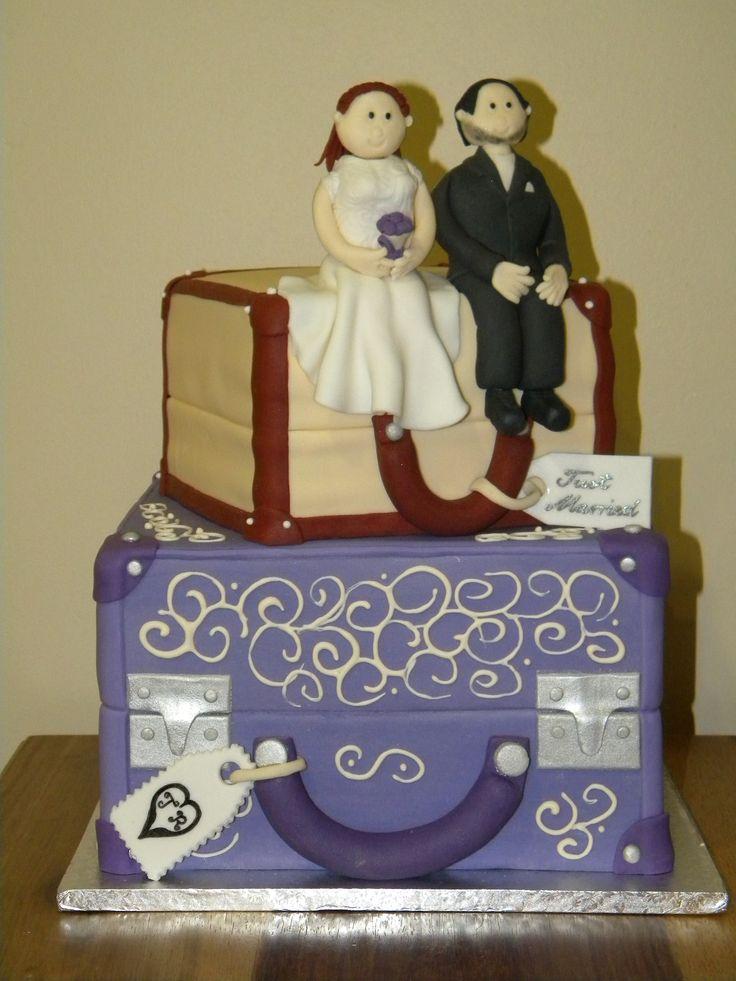 Traveling bags cake