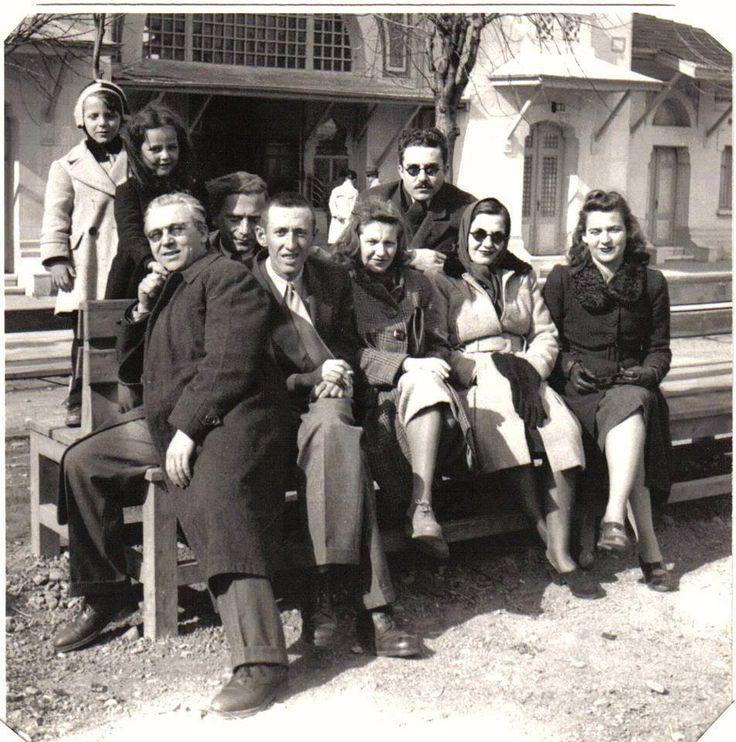Fotoğrafın çekildiği yer Ankara,yılı 1943 ve fotoğraftakiler Abidin Dino Güzin Dino Bedri Rahmi Eyüboğlu Sabahattin Ali Orhan Veli