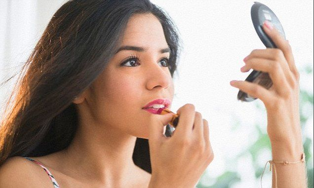 Cum le afecteaza pe femei chimicalele din cosmetice [How chemicals in cosmetics can affect women's health]