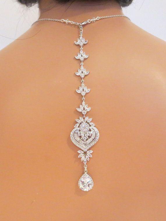 Jóia de noiva: colar que enfeita colo e costas. Foto: Treasures by Agnes.