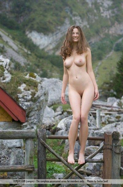 Красивые голые девушки на нашем сайте http://xxxpornosex.ru представлены в большом количестве, а все фотографии очень хорошего качества ... Телка с красивым стройным телом и отвисшими сиськами на природе ... Голое тело красивой девушки.