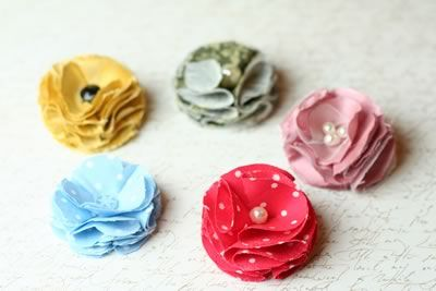 make fabric flowers puffy style many colors