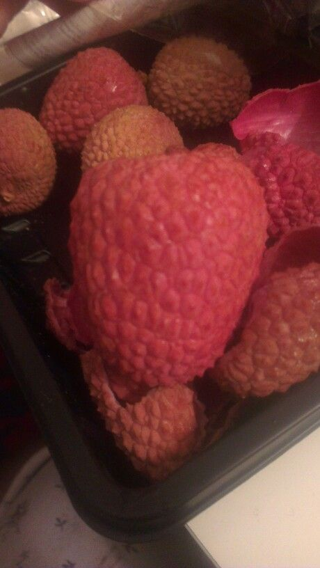 Mmmm sweet juicy lychees. Look at that sexy colour!