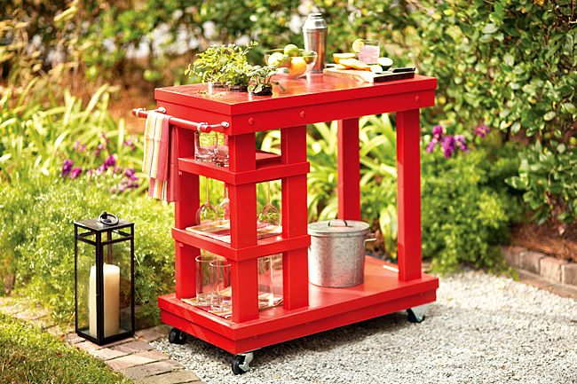 Need to create a serving area for your Independence Day gathering? This DIY bar cart would be perfect!