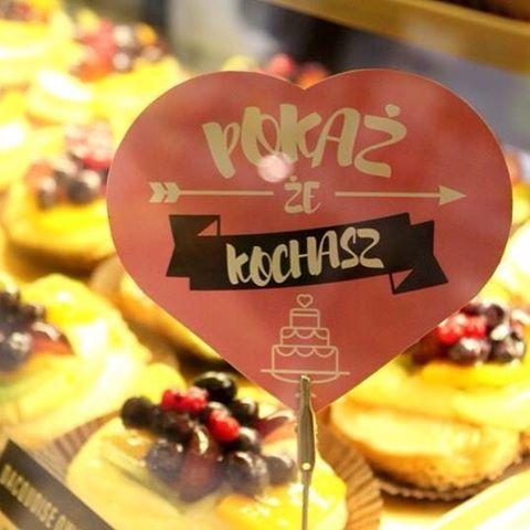 #dacquoise z #owocami to idealny #pomyslnaprezent #walentynkowy <3  #pokaze #kochasz! #valentines #love #gift #sweet #cake #yummy #krakowskiewypieki