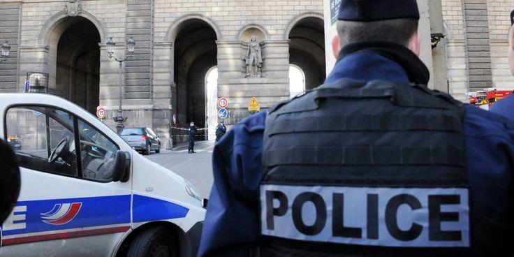 Montpellier : 4 personnes interpellées car elles projetaient un #attentat contre un site touristique à #Paris http://www.lalibre.be/actu/international/montpellier-4-personnes-interpellees-car-elles-projetaient-un-attentat-contre-un-site-touristique-a-paris-589d8bc9cd703b9815220822 …