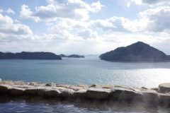 ホテル清風館は先日の秘密のケンミンショーで全国もう一度入りたい絶景露天風呂に選ばれていました こちらの露店からの海の眺めは最高ですよ()v 大崎上島にあるとってものんびりできるお宿です お料理ももちろん大満足で美味しい海の幸と島の幸をお召し上がりください  きのえ温泉ホテル清風館 http://ift.tt/2lvamGN tags[広島県]
