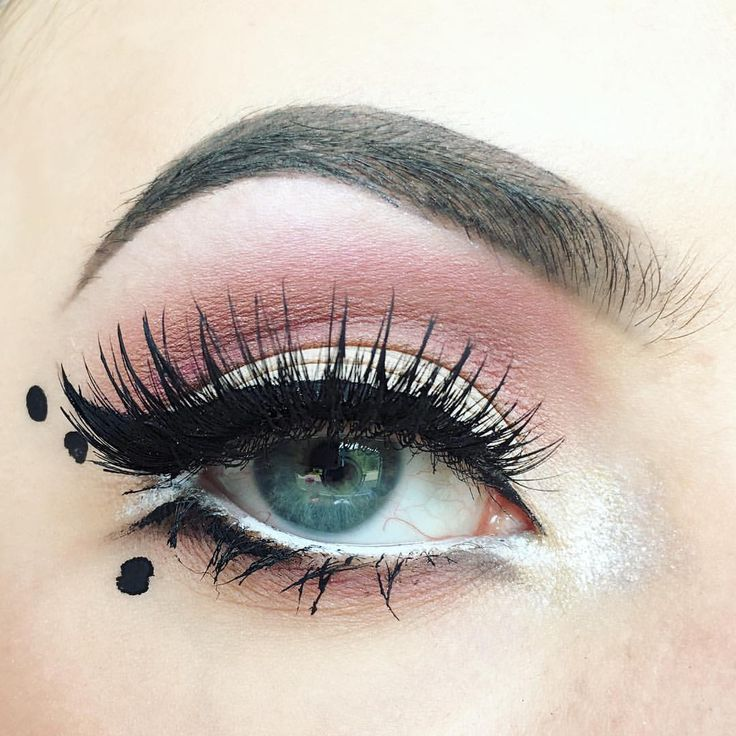 "Olivia  Manson (@elysian.artistry) on Instagram: "" • • • • • #bblog #bblogger #beautyblog #beautyblogger #eyemakeup #creativemakeup #makeupblog…"" creative eye makeup winged liner"