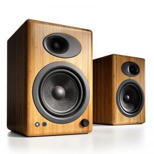 Audioengine 5+ Bamboo (A5+) Premium Powered Speakers Memberikan kualitas suara kepada Audiophile dengan harga terjangkau yang terus menetapkan standar audio berkualitas tinggi. Hubungkan peralatan iDevice, komputer, TV, atau komponen audio lainnya untuk suara stereo yang luar biasa di setiap ruangan.