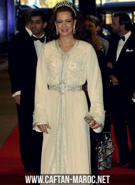 Eblouissante takchita de lalla salma la princesse marocaine en soie et en mousseline perlée, la princesse du maroc avec toute son élégance.