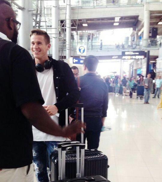 Erik in Thailand Airport.