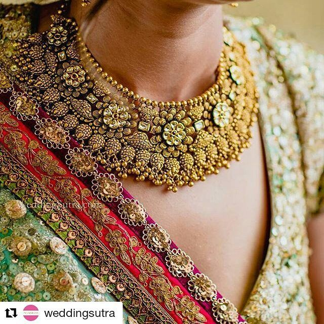 The #Azva gold necklace with @Weddingsutra #Goldjewellery #luxury #style